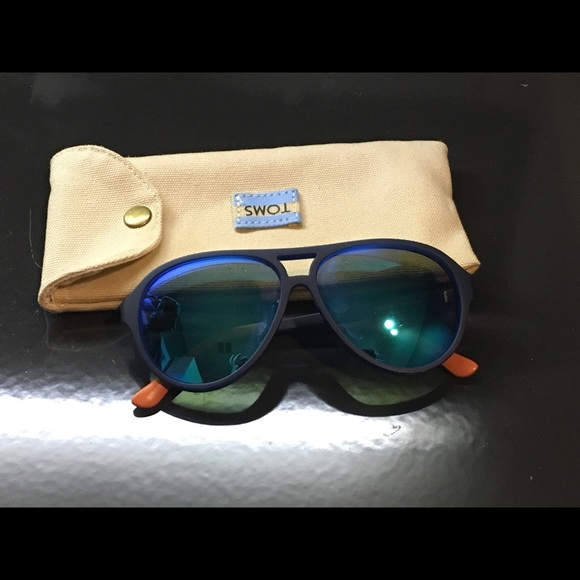 69036fcdad74 Toms Marco aviator sunglasses, EUC. M_5c4c67fdde6f622e477fb369